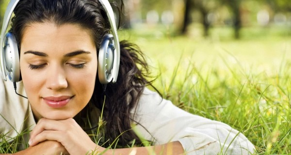 women-headphones-brunettes-photography-grass-girls-us-229124